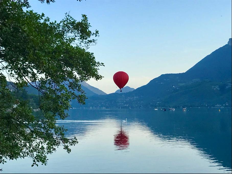 Riches séjours nature en Savoie grâce au Camping du lac Bleu (Annecy) !